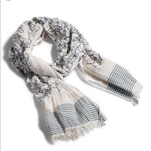 Vera Bradley textured scarf